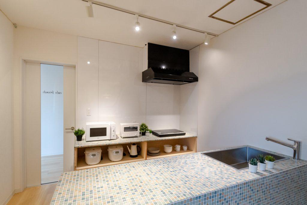 赤塚フレンズシェアハウス料理しながら話せる対面式キッチン。